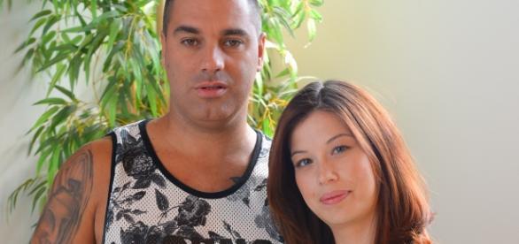 O casal procura emprego para Cátia