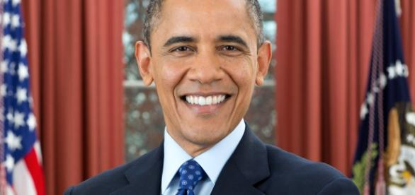 Official photo of Barack Obama (Wikipedia)