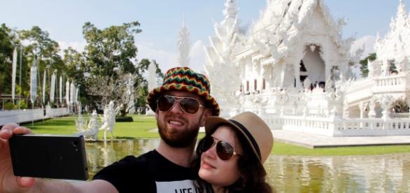 Selfie de couple en vacances en Thaïlande