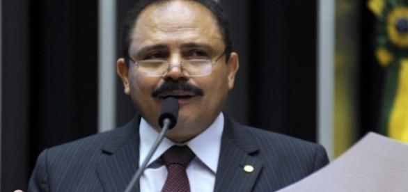 Valdir Maranhão acata pedido de anulação de impeachment de Dilma