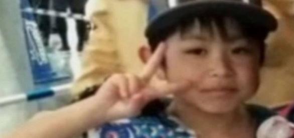 Criança de 7 anos foi abandonada pelos pais, no meio de uma floresta, no Japão