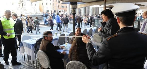 Lotta ai tavolini selvaggi a Roma