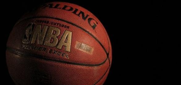 O título da NBA será decidido em uma 'melhor de sete jogos', que colocarão, frente a frente, os astros LeBron James e Stephen Curry.