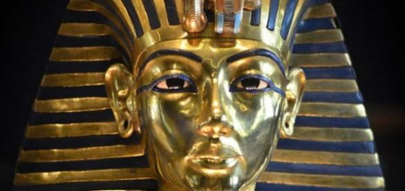 Obiect extraterestru descoperit in mormantul faraonului