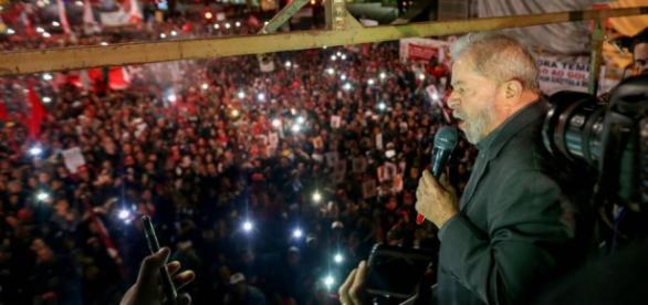 Lula discurso em avenida Paulista lotada