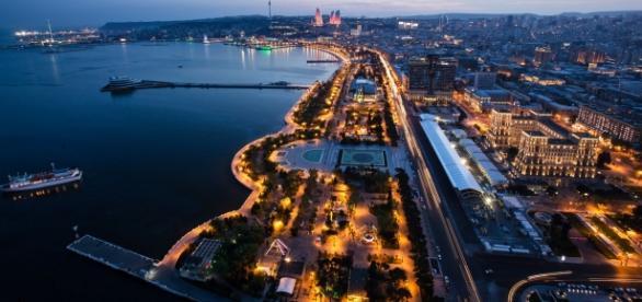 Avenidas da região central da capital do Azerbaijão se transformaram em pista para as feras da F-1