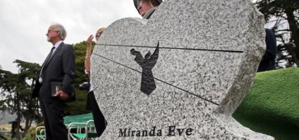 Mais de 100 pessoas participaram do 2º enterro de menina de 3 anos