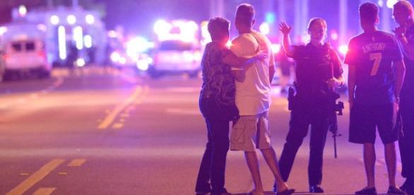 Os cerca de 42 feridos foram levados para hospitais da região. A polícia ainda não trabalha com a hipótese de homofobia.