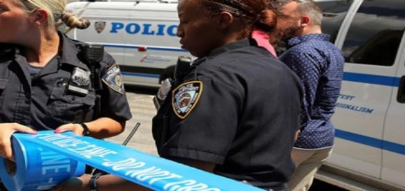 Polícia isola área onde ocorreu atentado nos EUA