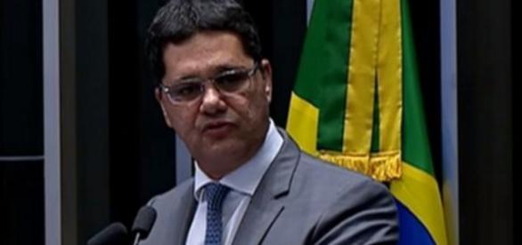 Senador diz que volta de Dilma é fim do mundo