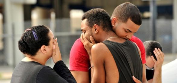 Amigos e familiares lamentam o atentado em Orlando, na Flórida