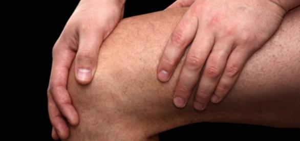 Kontuzje i choroby stawów objawiają się przeszywającym bólem (scrn)