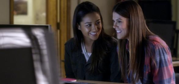 Paige e Emily em Pretty Little Liars