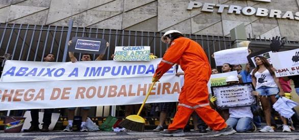 Petrobras tenta reduzir salários