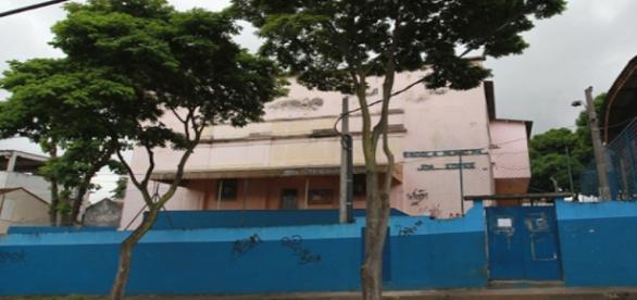 Escola fica no bairro de Piedade
