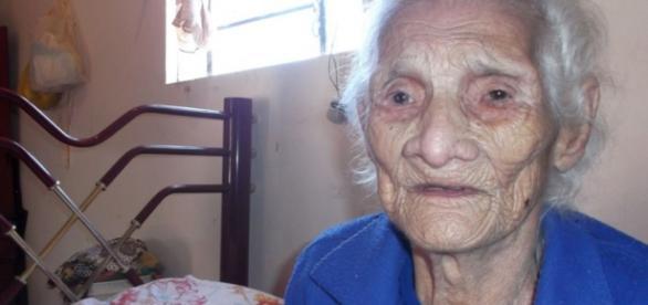 Mulher fica velha demais e tem aposentadoria cancelada