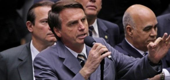 Jair Bolsonaro (PSC-RJ) homenageou o torturador Carlos Alberto Brilhante Ustra durante votação do impeachment, em abril -- Foto: Divulgação