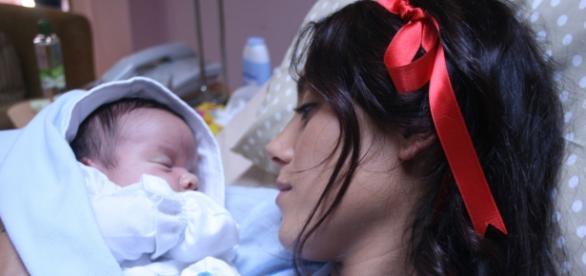 Bedirhan nasce após pouso forçado de avião (Divulgação)