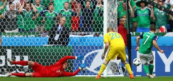 Gol de McGinn, atacante norte irlandês (disponível em http://www.uefa.com)