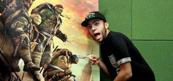 Lucas Rangel, youtuber dublador no filme das Tartarugas Ninjas.