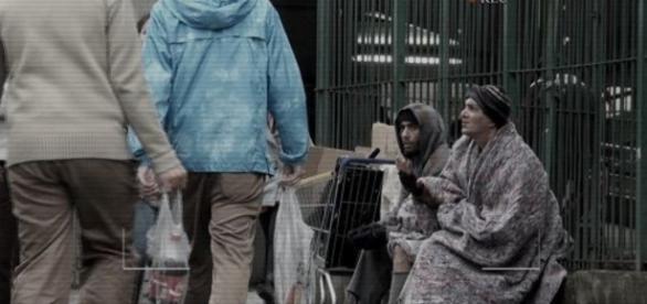 Regis Danese se passa por mendigo no 'Programa do Gugu'