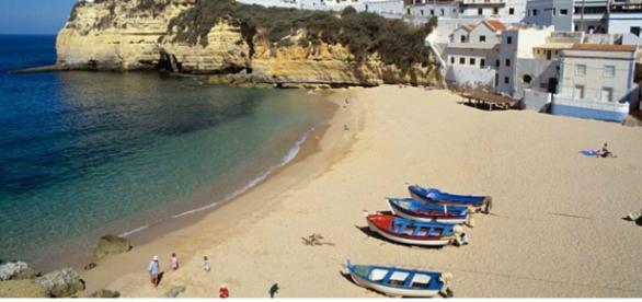 É nessa praia que a família inglesa estava passando férias