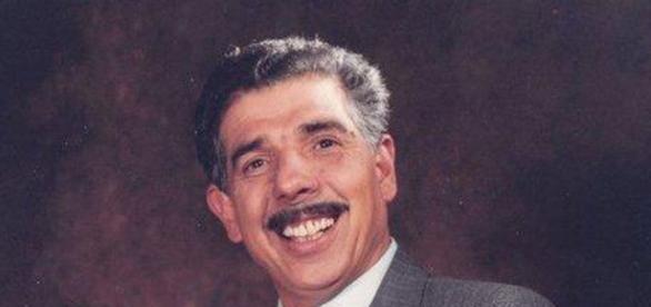 Rubén Aguirre na pele do Professor Girafales, no seriado Chaves