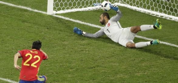 Nolito marcando el segundo gol de la selección