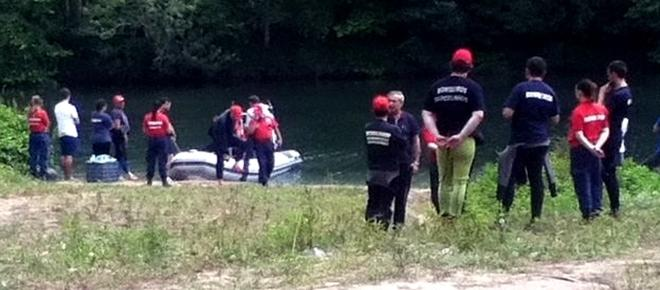 Corpo de criança que mãe atirou ao rio retirado sem vida das águas