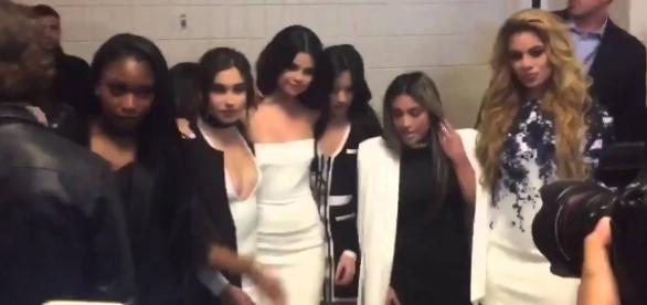 A banda Fifth Harmony e Selena Gomez