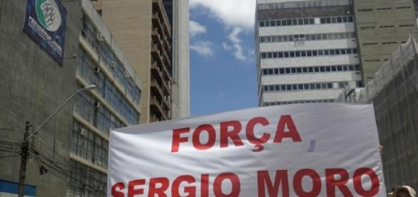 Protesto em Curitiba contra a corrupção no Brasil.