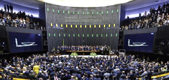 Aumento salarial para o funcionalismo acresce em R$ 58 bilhões o gasto público (Foto: Mídia Max)