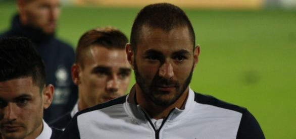 Benzema não foi convocado devido à acusação de chantagem a Mathieu Valbuena, jogador do Lyon.