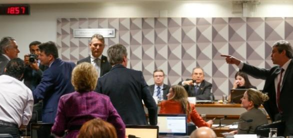 Caiado e Lindbergh discutiram na Comissão do Senado