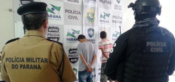 Dois marginais são apresentados à imprensa na cidade de Paranavaí, no interior do Paraná