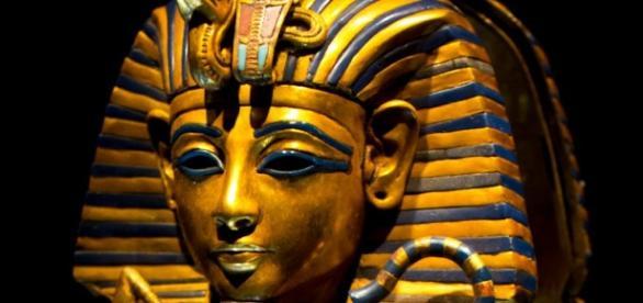 Faraó Tutancâmon possuía um punhal feito feito de metal proveniente do espaço
