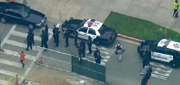 Polícia de Los Angeles realizou buscas por mais envolvidos no atentado que assustou a Califórnia
