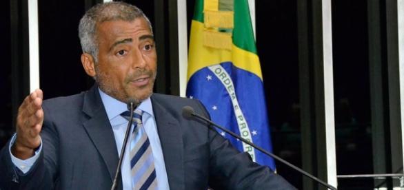 Romário decidiu sair da Comissão do Impeachment (Foto: Agência Senado)