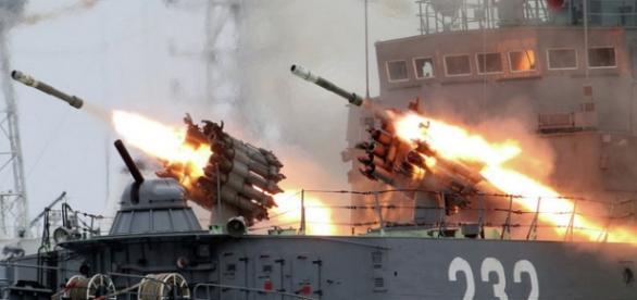 Rusia construieste o nava monstruoasa de razboi
