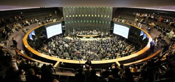 Sem dificuldades, Câmara dos Deputados aprova aumento salarial