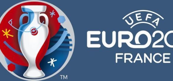 A Espanha já apurada procura garantir o 1.º lugar do Grupo D