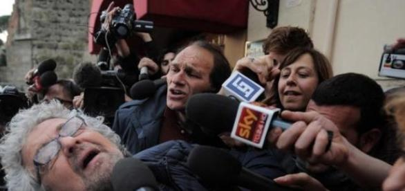 Grillo ironizza con i giornalisti