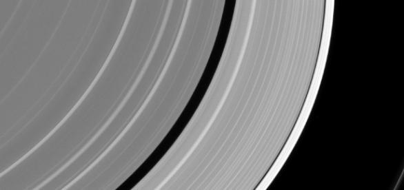 Misterioso objeto em um dos anéis de Saturno.