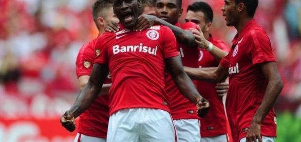 Paulão, zagueiro capitão do Internacional