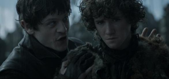 Ramsay e Rickon se despedem da série (Foto: HBO)