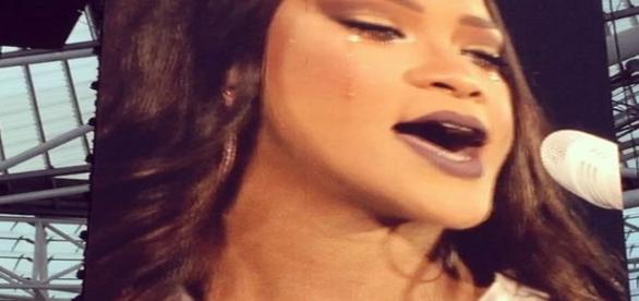 Rihanna chora em sua apresentação na cidade de Dublin, Irlanda.