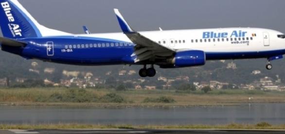 Un avion Blue Air a fost nevoit să aterizeze de urgenţă