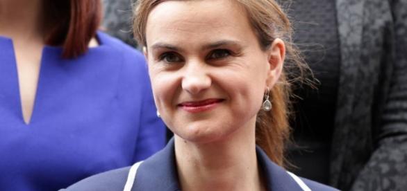Deputada britânica morre após ser baleada e esfaqueada na rua na ...