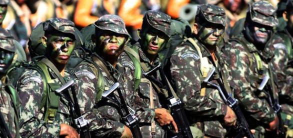 Presidente interino, Michel Temer, pretende revogar decreto que retirou poderes dos comandantes militares.