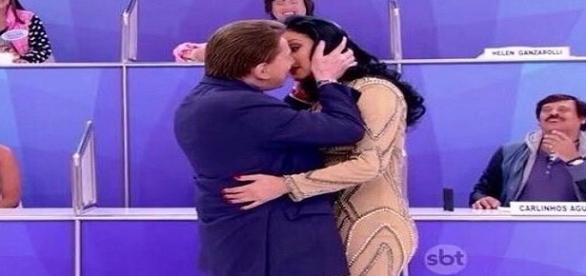 Silvio e Hellen em cena romântica